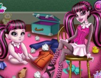 Draculaura Baby Care